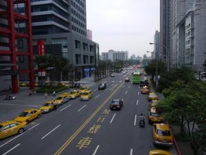 台北101までの道