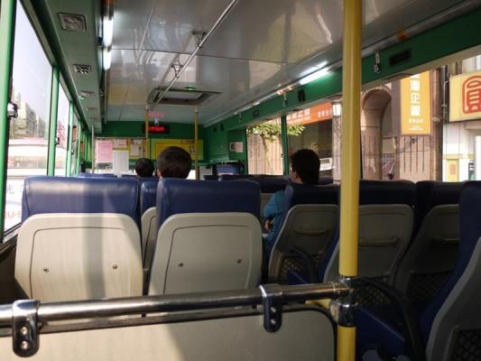 九份行きのバスの中