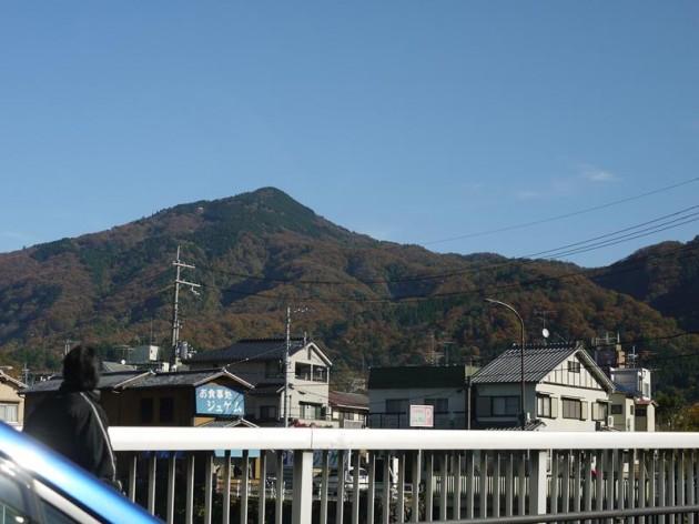 紅葉した山