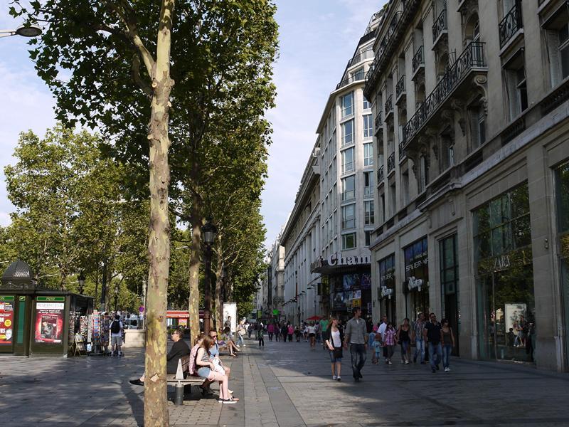 パリへ女一人旅♪シャンゼリゼ通りで美味しい朝食